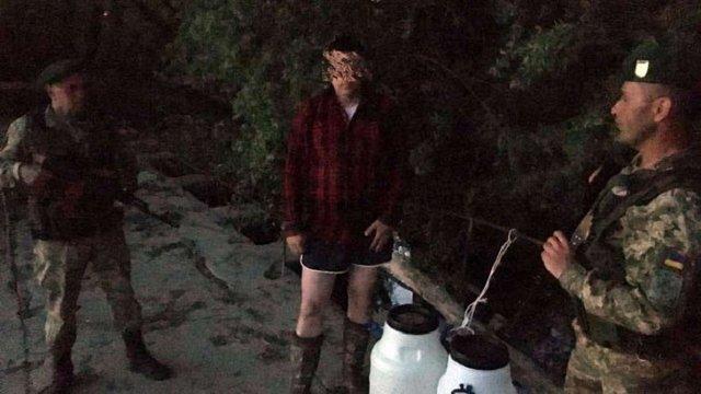 Норвежець з наркотиками на пластикових бочках спробував переплисти з України до Румунії