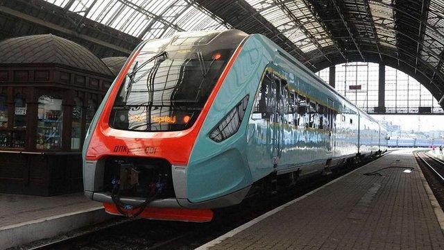 Чернівчани попросили міську владу збільшити кількість рейсів потягів до Львова