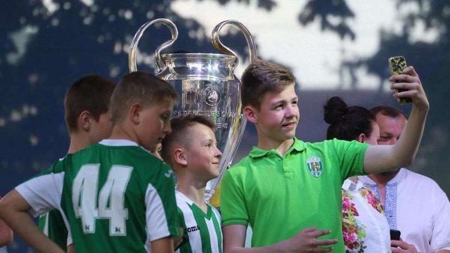 У Львові виставили футбольні трофеї Ліги чемпіонів УЄФА