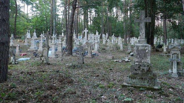 У Польщі напали на активістів, котрі відновлювали старий український греко-католицький цвинтар