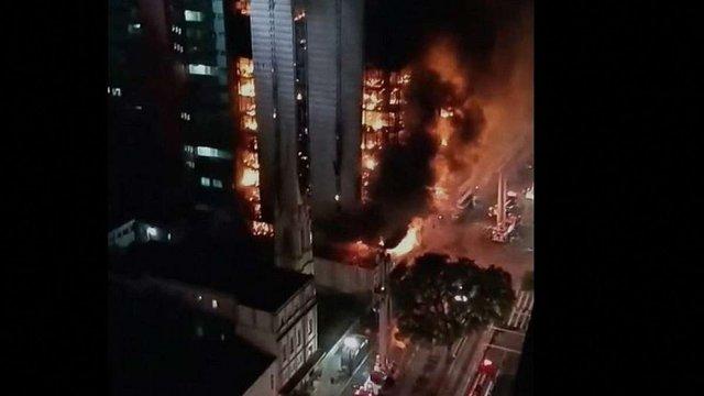 У Сан-Паулу завалився палаючий 20-поверховий будинок