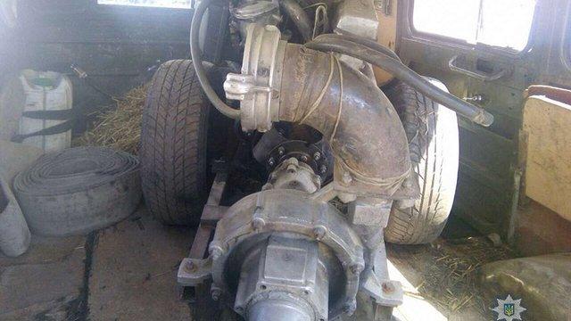 З початку року на Рівненщині поліція вилучила майже 300 кг бурштину та 63 мотопомпи