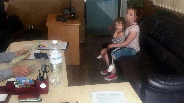 У Шегинях 23-річна жінка намагалася вивезти до Польщі дитину з підробленим дозволом батька