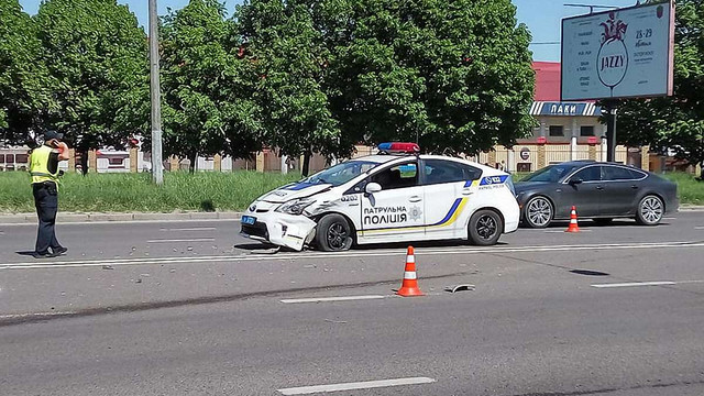 У Львові поліцейський автомобіль потрапив у ДТП: троє травмованих