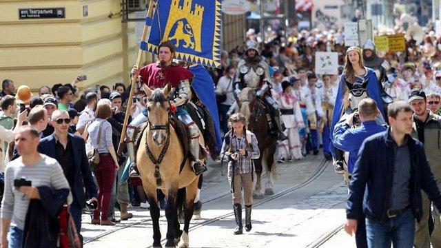 В суботу центр Львова на дві години перекриють для транспорту через парад до Дня міста