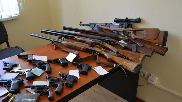 Мешканці Львівщини за місяць добровільно здали поліції близько трьох сотень одиниць зброї