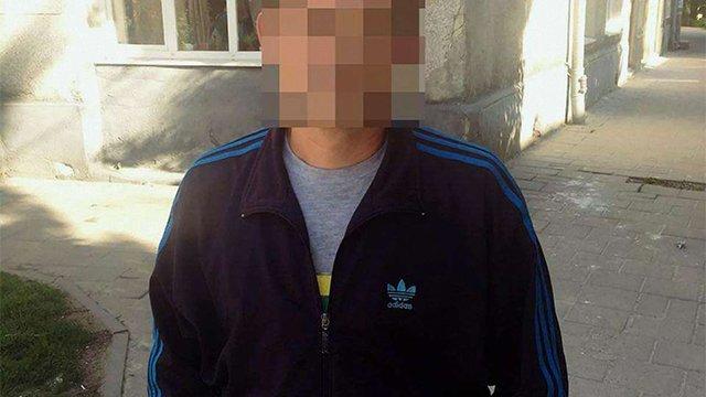 Львівські поліцейські затримали причетного до крадіжки мобільного у пасажира маршрутки
