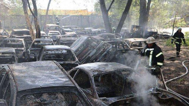 У пожежі на штрафмайданчику в Києві згоріли 54 автомобілі