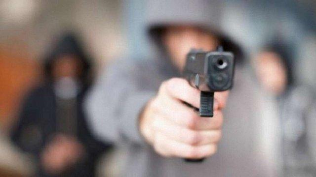 Між учасниками ДТП та перехожими в Івано-Франківську сталася бійка зі стріляниною