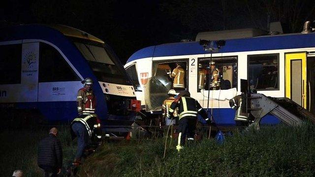 У Баварії зіткнулися пасажирський і товарний потяги, є жертви