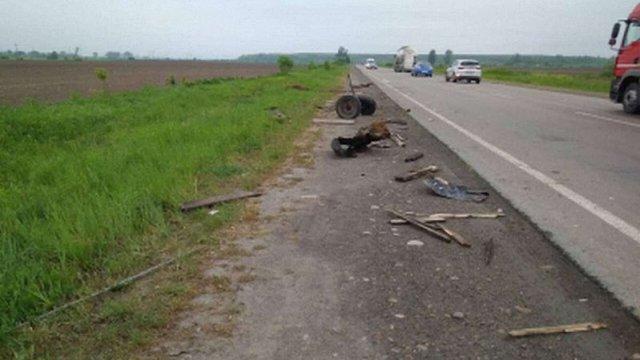 Внаслідок наїзду автомобіля на підводу на Прикарпатті загинув кінь, а візник потрапив до лікарні
