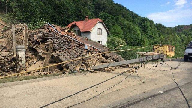 Зсув ґрунту на недіючому кар'єрі біля Мукачево зруйнував три будинки