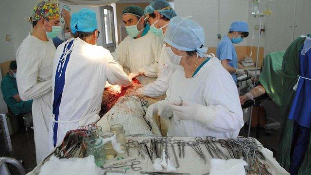 У Львівській обласній клінічній лікарні пацієнтів оперують наосліп