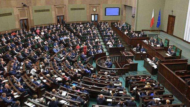 Польський парламент проголосував за зменшення депутатських зарплат