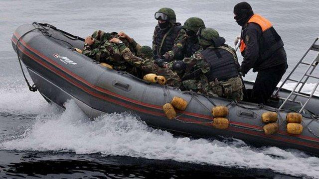 Прикордонники РФ затримали в Азовському морі катер з українськими рибалками