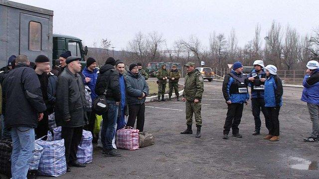 Звільненим з полону російських бойовиків одноразово виплатять по ₴100 тис.
