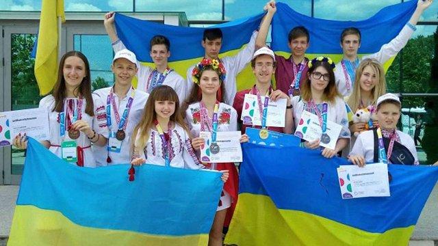 Українські школярі виграли гран-прі на світовому конкурсі з IT і робототехніки в Бухаресті