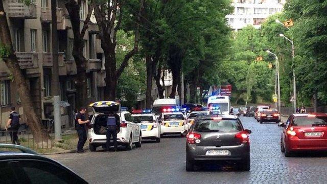 Один з учасників ДТП у Львові вдарив ножем у живіт патрульну поліцейську