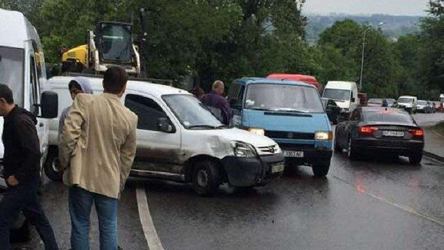 У Львові сталась масштабна ДТП за участі семи автомобілів