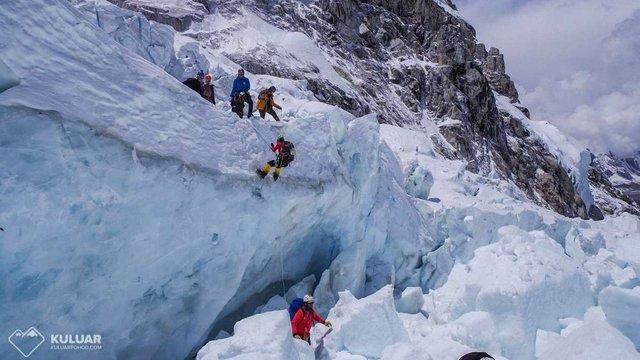 При спуску з Евересту на висоті 6,4 км різко погіршився стан здоров'я українських альпіністів