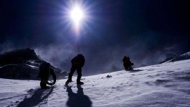 Українських альпіністів успішно евакуювали з Евересту