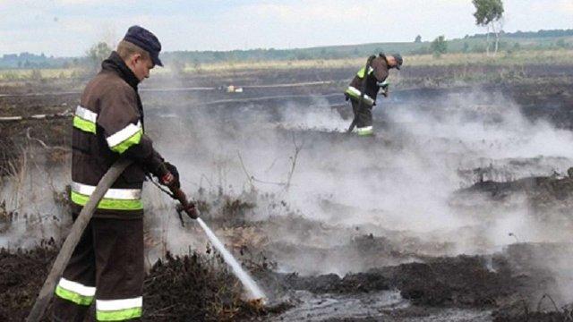 Рятувальники понад дві доби гасили пожежу 15 гектарів торфу на Жовківщині