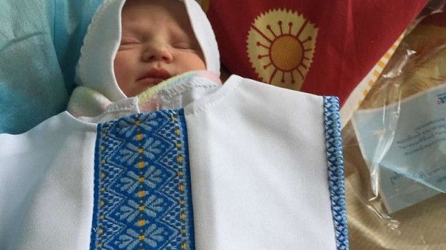 У львівському пологовому будинку №1 новонародженим подарували вишиванки