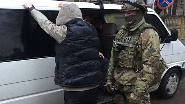 У Рівному викрили злочинців, які видавали себе за військовослужбовців ЗСУ і продавали наркотики