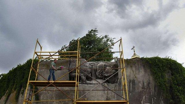 У Києві відновили фрагмент пам'ятника «Стіна Пам'яті», залитого бетоном у 1982 році
