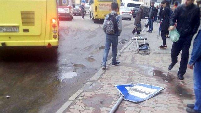 Львівське АТП пояснило причини втрати свідомості водієм маршрутки під час руху