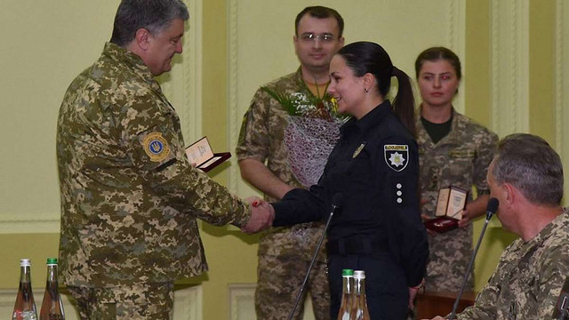 Петро Порошенко нагородив орденом львівську поліцейську Тетяну Сороку