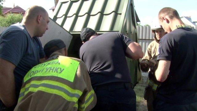 Львівські рятувальники витягнули з 20-метрової криниці кота. Живого