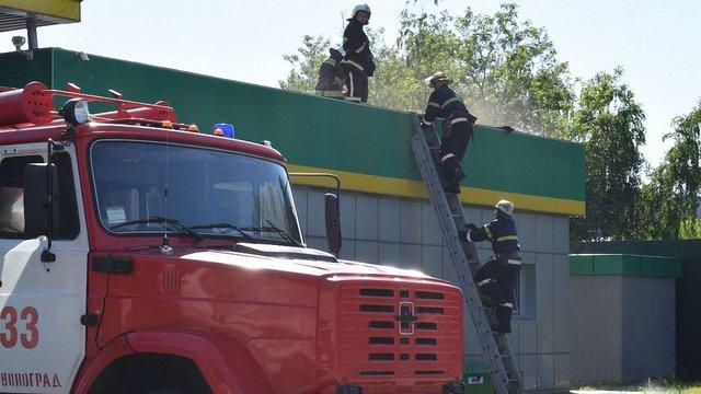 На території автозаправки у Червонограді виникла пожежа