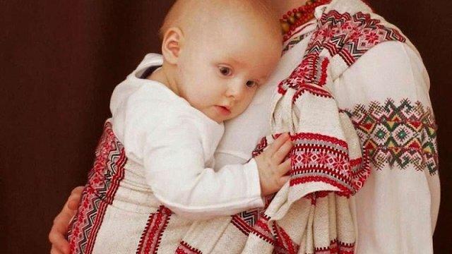 Від вересня породіллям у пологових будинках видаватимуть спеціальні пакунки малюка