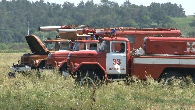 Біля Львова 180 пожежників гасили масштабне загоряння торфу
