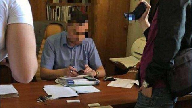 Керівника харківського вокзалу спіймали на отриманні ₴350 тис. відкату