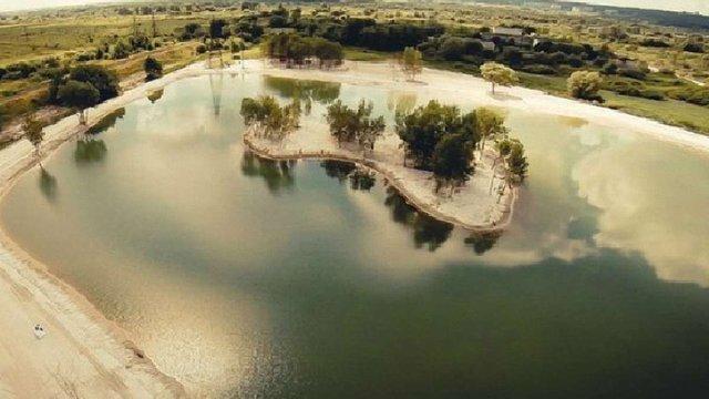 В озері біля Львова потонув 41-річний чоловік