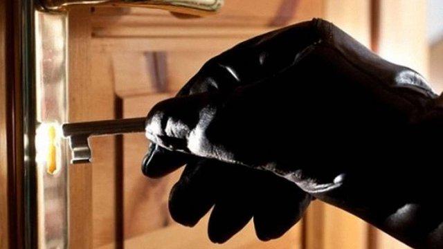 27-річному мешканцю Червонограда загрожує тюрма за те, що обікрав квартиру на ₴200 тис.