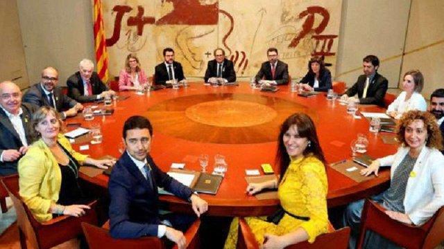 У Каталонії новий уряд прийняв присягу