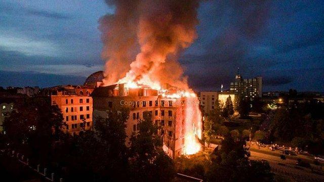 У центрі Кам'янця-Подільського у порожньому готелі сталася масштабна пожежа