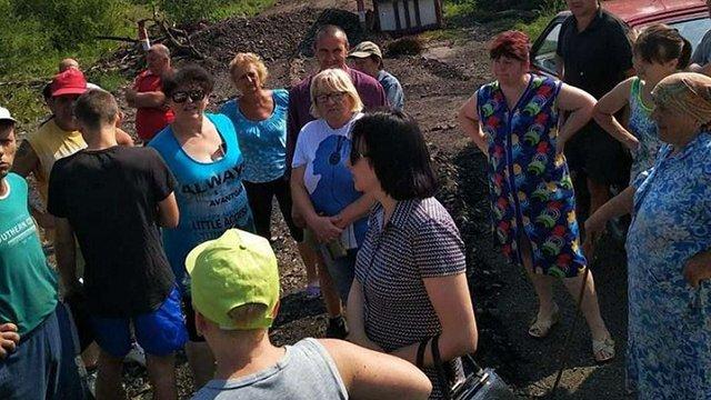 Поблизу Дрогобича мешканці перекрили дорогу до міського сміттєзвалища