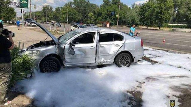 На набережній у Дніпрі автомобіль врізався у зупинку, є загибла та травмовані