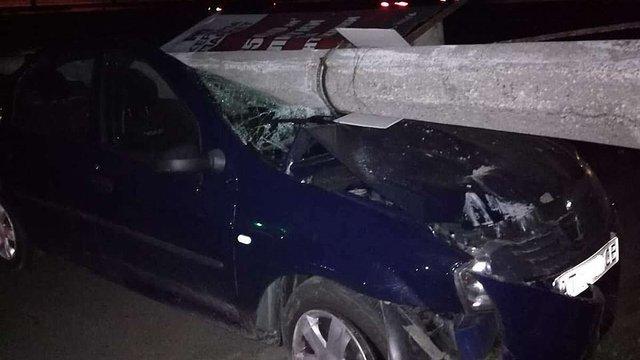 На Сихові нетверезий водій протаранив стовп і заявив про викрадення авто
