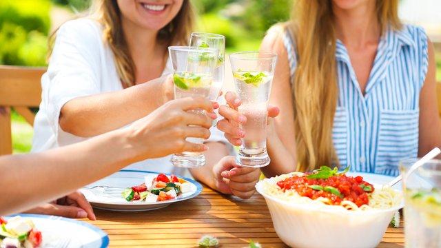 Топ-5 освіжаючих напоїв, які можна приготувати самостійно