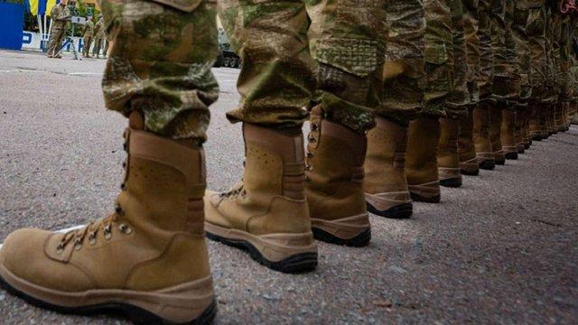 Двоє п'яних морських піхотинців у Миколаєві побили літнього волонтера