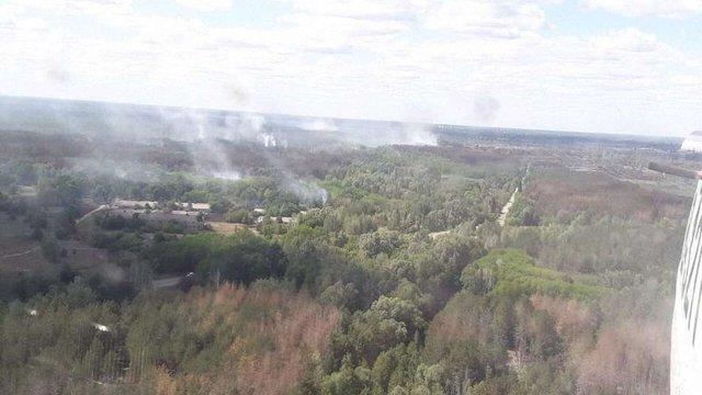 У Чорнобильській зоні рятувальники все ще гасять два вогнища пожежі площею 1,5 га