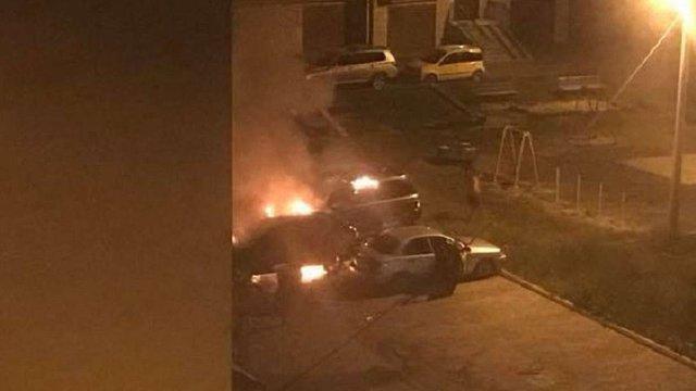 На вул. Рубчака у Львові згоріли два автомобілі