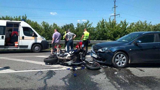 Біля Винниківського мосту водій Opel Insignia на смерть збив мотоцикліста