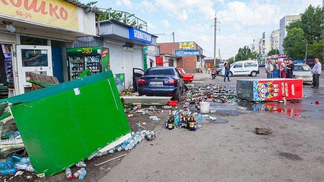 У Дніпрі автомобіль протаранив кіоск, постраждали троє людей