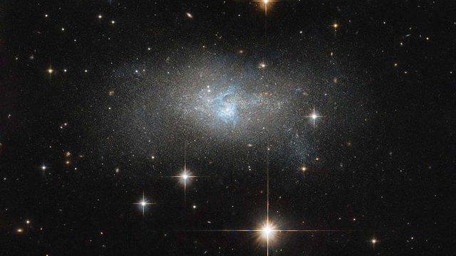 NASA опублікувало знімок карликової галактики, знятий телескопом «Хаббл»
